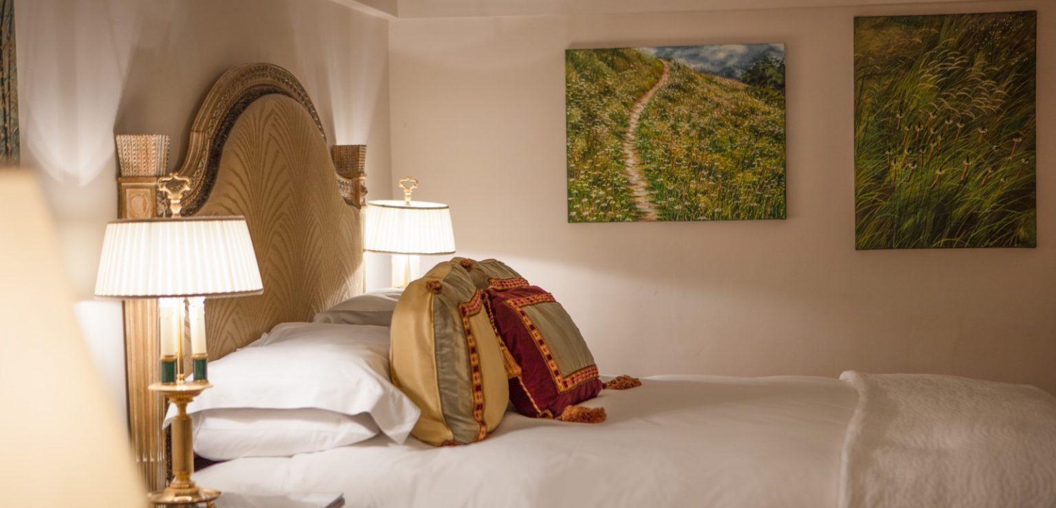 Hotel Bedroom View in Roseate Villa bath