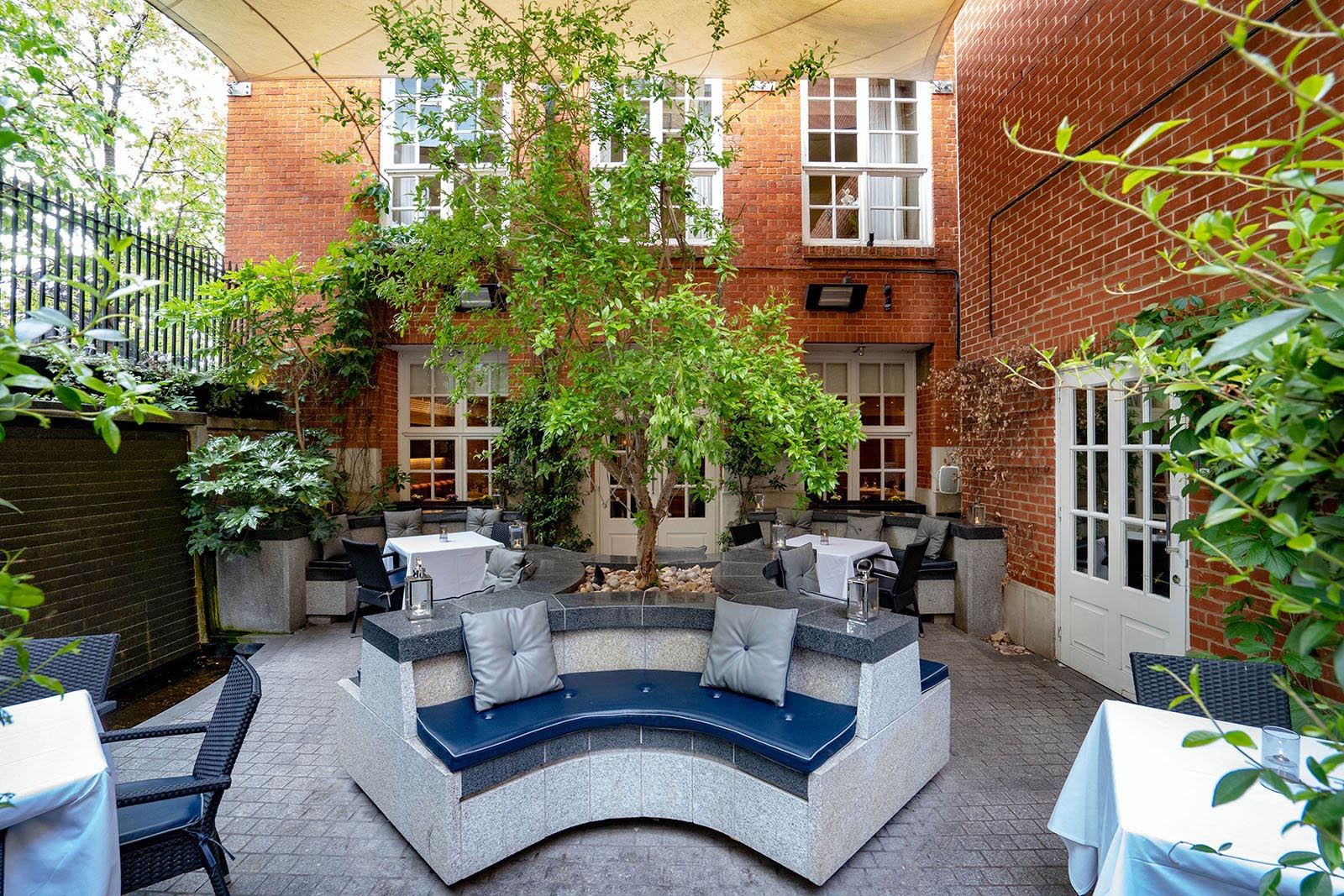 Secret Garden in Reading The Roseate Hotel